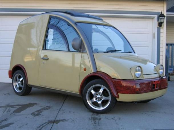 Há Carros Bonitos e Há Carros Feios. Andaria Num Carro Feio Destes?