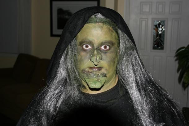 Como Fazer Fatos de Halloween em Casa